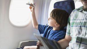 پرواز با کودکان را دلپذیر کنیم.