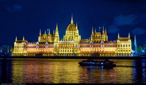 ساختمان پارلمان در پراگ مقصد مسافرت توریستی